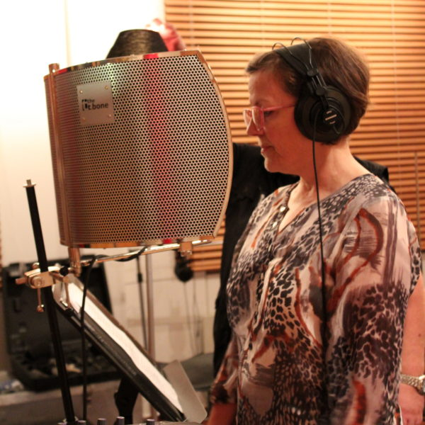 Anne yrittää A-Saundi Studiot